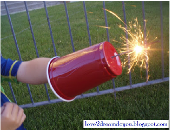 plastic-cup-sparkler-shield fourth of july party ideas