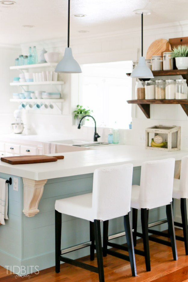 34-blue-white-cottage-kitchen