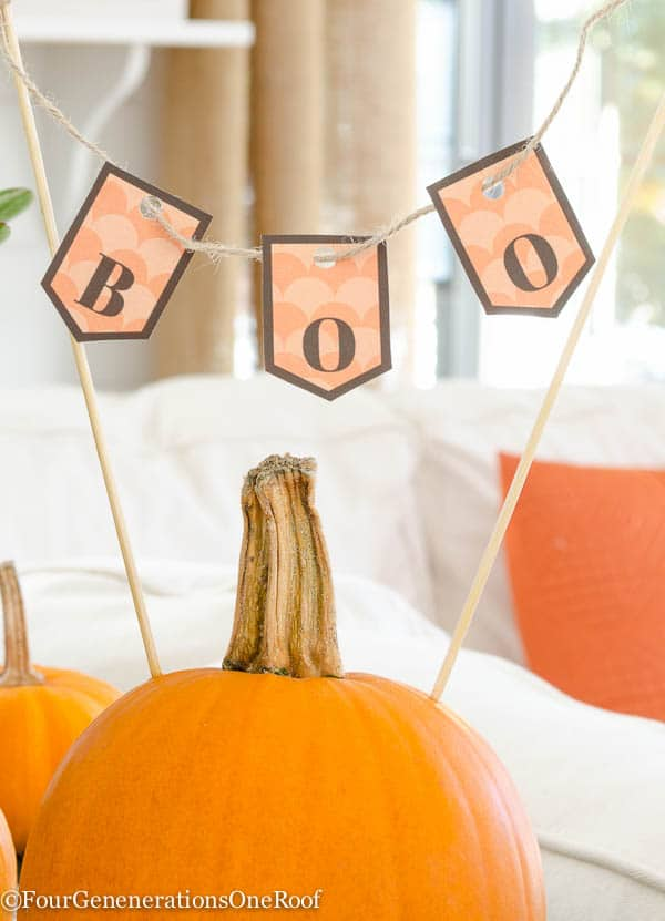 Decorating with pumpkins {free halloween printable} Boo printable