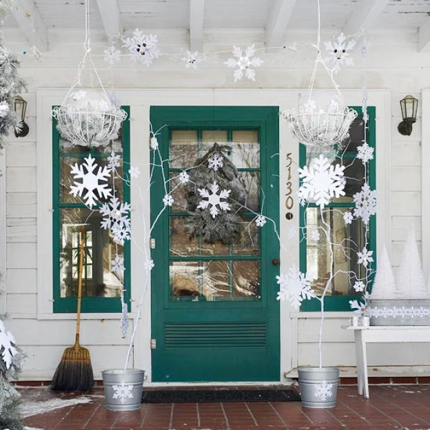 snowy-porch-decor