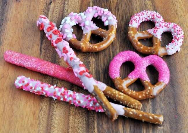 Valentine treat ideas: Dipped Pretzels for Valentines Day by 5 Minutes for Mom