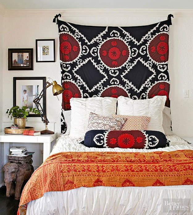 36-cozy-master-bedrooms-bright-colored-global-bedding