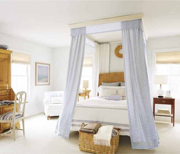 36-cozy-master-bedrroms-canopied-bed-with-blanket-basket