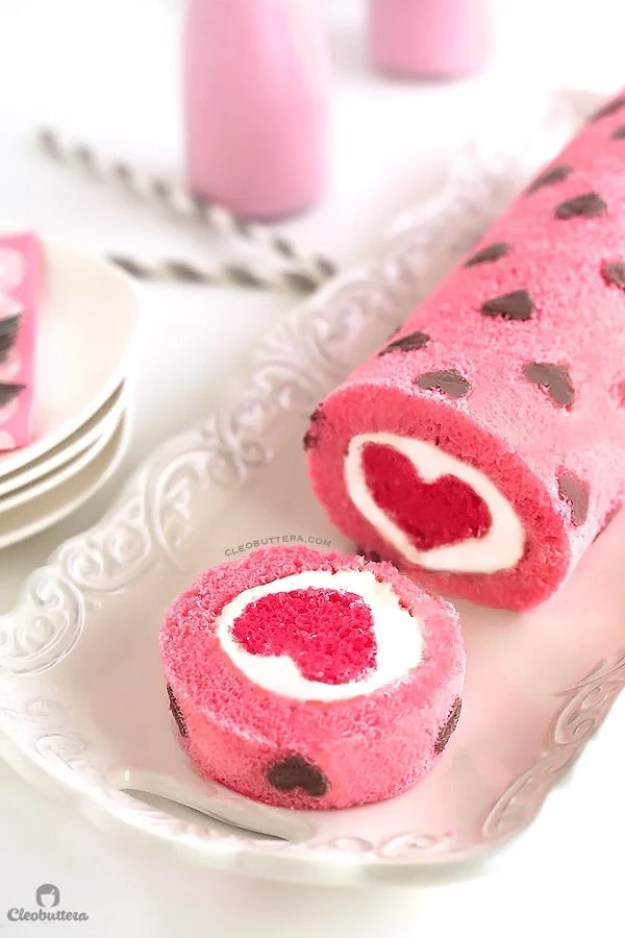 40-valentine-treats-love-all-around-cake-roll