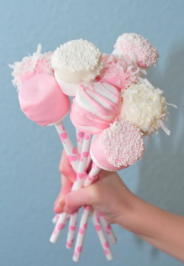 40-valentine-treats-pink-marshmallow-pops