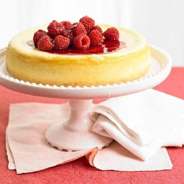 40-valentine-treats-white-chocolate-cheesecake-berry-sauce