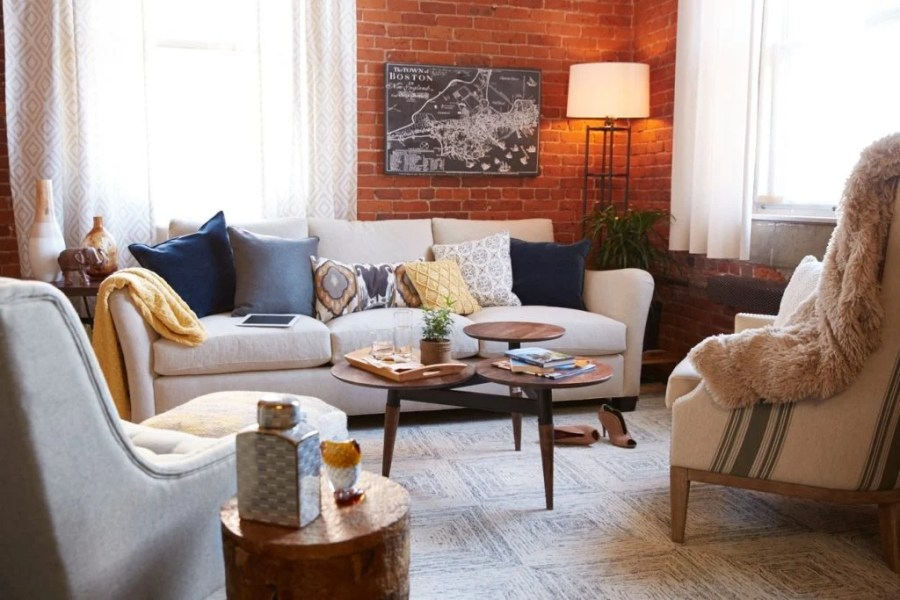 Mid Century Modern living room {homegoods behind the scenes}