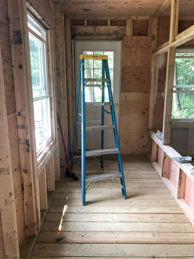 walk in chicken coop, partition wall for alleyway,