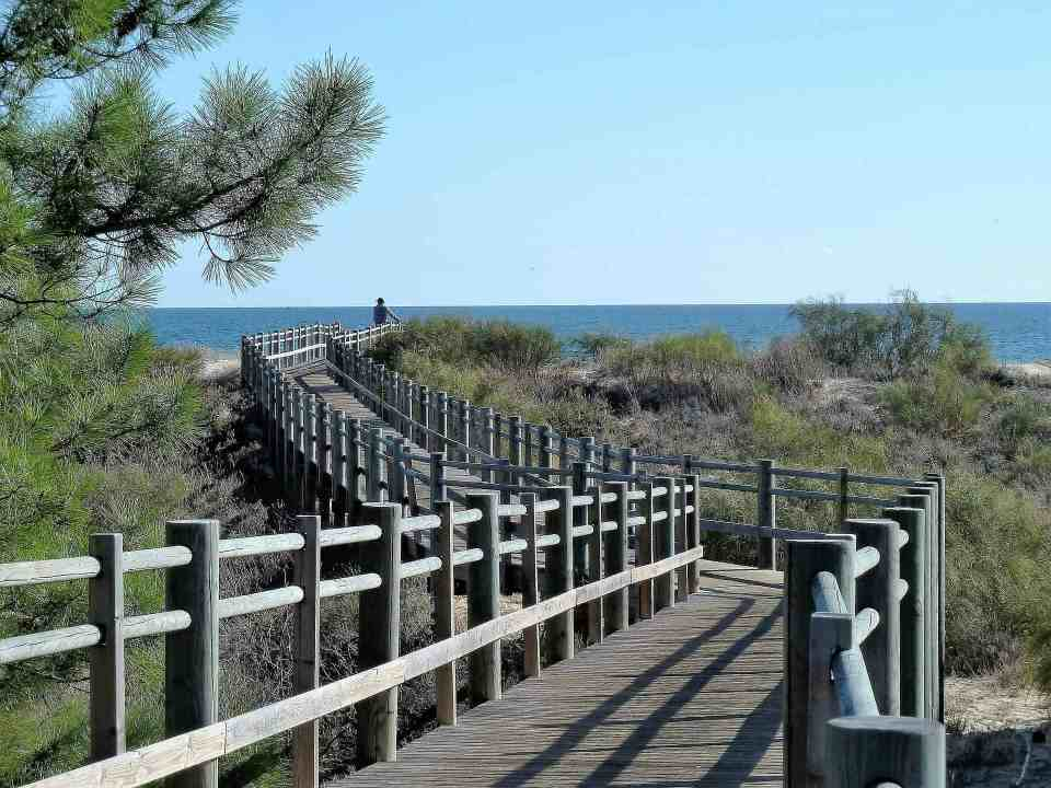 there are several Broadwalks like this around Algarve - a great walk for everyone who is visiting Algarve in Winter, when it's a bit too cold to walk barefoot through the shore - photo from pixabay.com