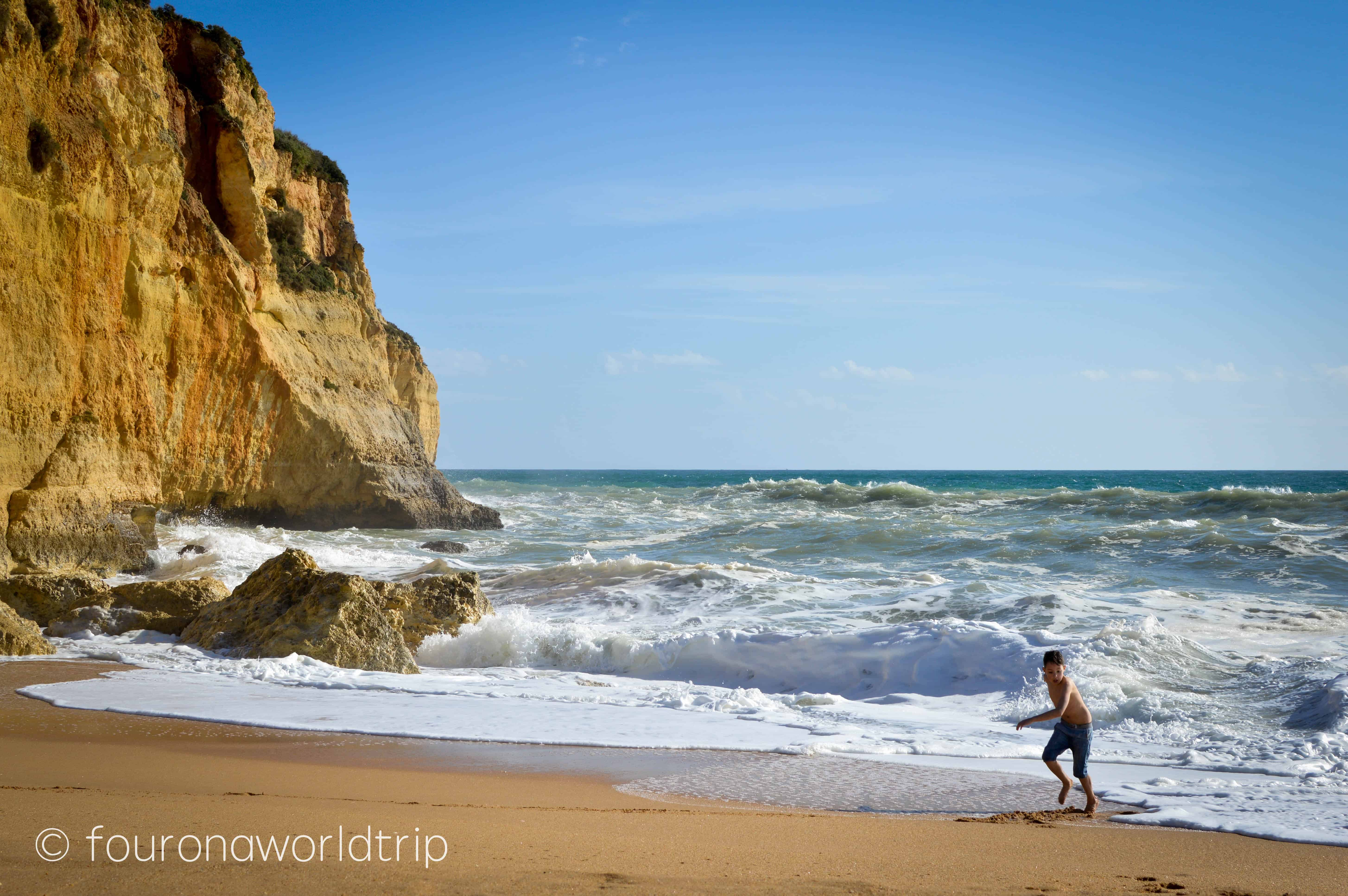 Thats also Algarve in Winter - we have been there in February and even though the average temperate lay around 16°C, it was way warmer.