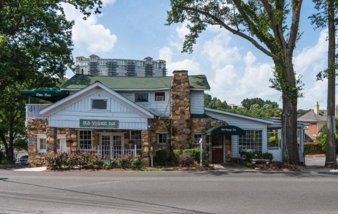 Old Vinings Inn exterior