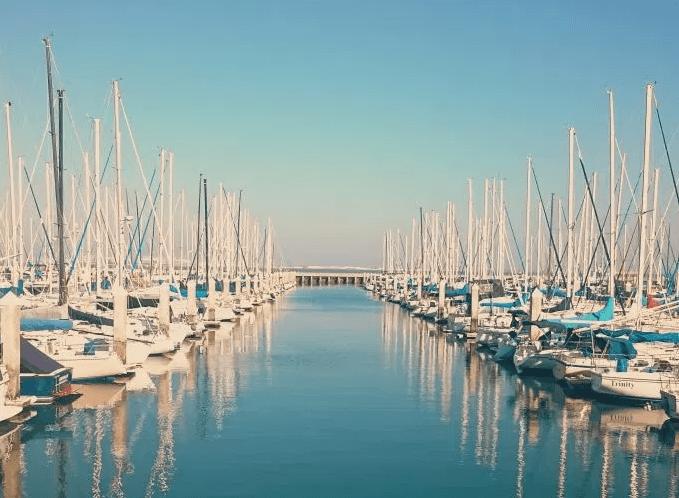 boatsWhiteBlue.PNG