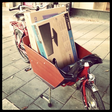 Transporting computer monitors, Bakfiets CargoBike Short