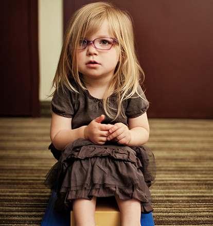 foveal-vision-training-student-girl-sitting