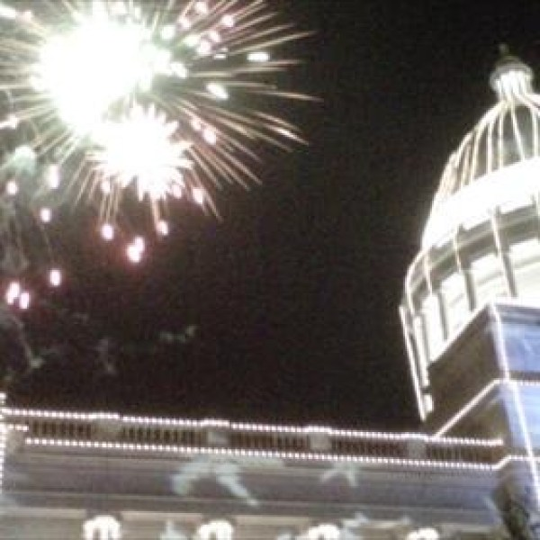 Fireworks over the state capitol_-5668262032270867940
