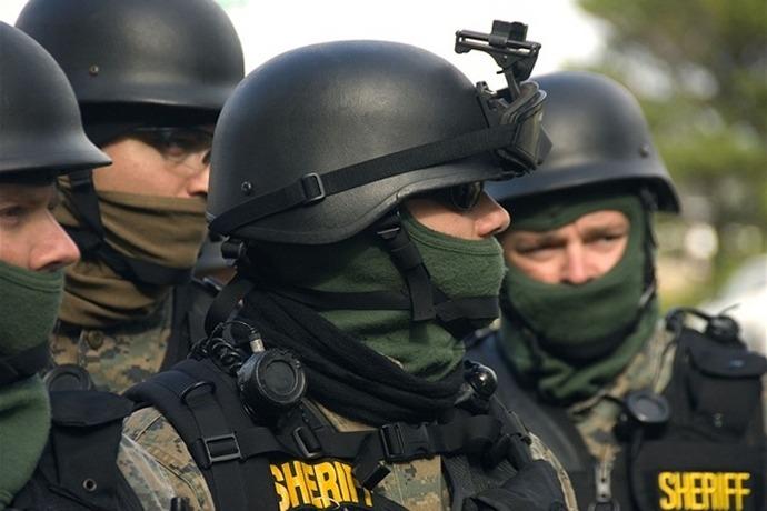 Law Enforcement in Military Gear_-8177293997775304806