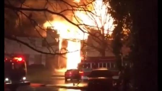 Web Extra_ Large Fire at LR Apartment Complex Raw Video_1458342743596484973