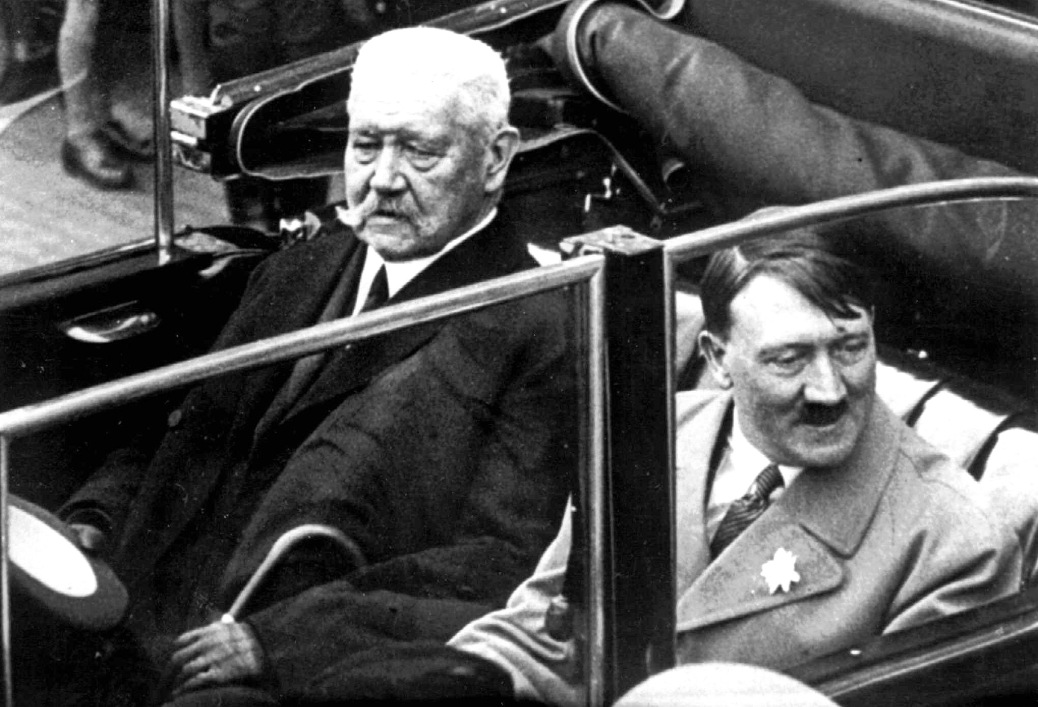 Paul von Hindenburg, Adolf Hitler