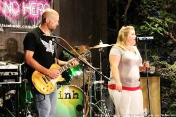 2014-concerts-05-im-no-hero-04