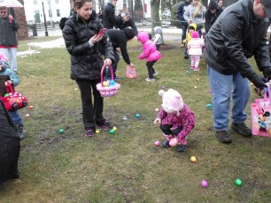 2015-easter-egg-hunt-143