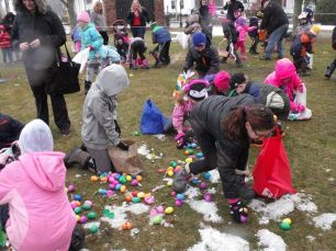 2015-easter-egg-hunt-216