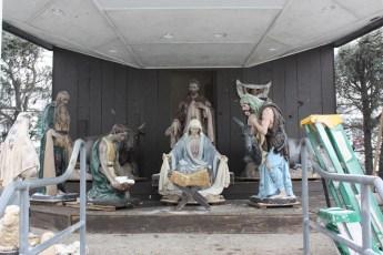 2012-nativity-setup-113