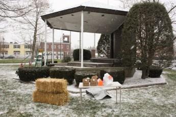 2012-nativity-setup-130