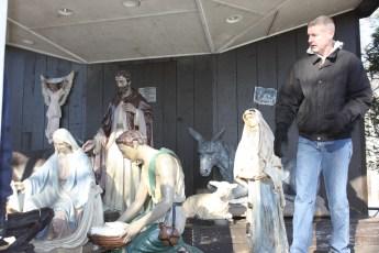 2013-nativity-setup-026