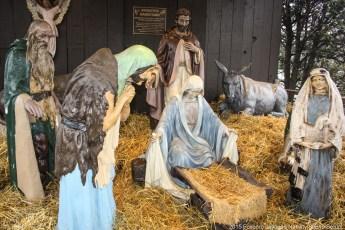2014-nativity-setup-000