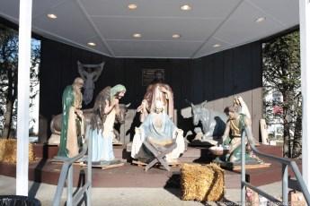 2014-nativity-setup-009