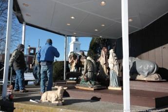 2014-nativity-setup-010