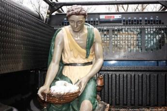 2015-nativity-setup-019