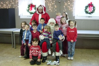 2006-kids-christmas-party-05