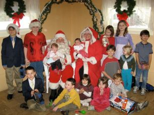 2008-kids-christmas-party-63