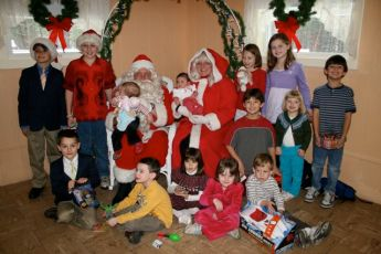 2008-kids-christmas-party-76