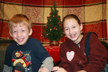2010-kids-christmas-party-136