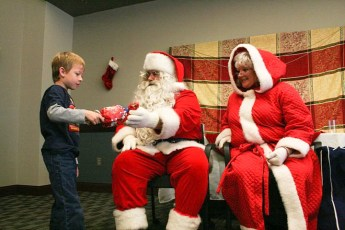 2010-kids-christmas-party-139