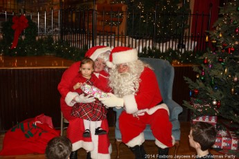 2014-jaycee-christmas-kids-party-045
