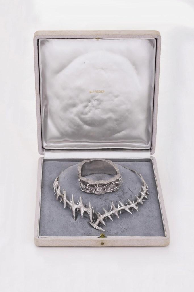 Sada náramku a náhrdelníků
