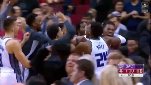 Game-winners galore! A pair of buzzer beaters highlight wild Tuesday