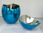 Koons - cracked egg blue
