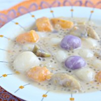 Ginataang Bilo bilo (sticky rice balls in coco milk)