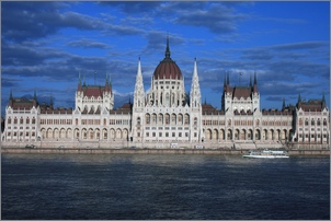 Hungarian parliament_Flickr_artorusrex_small