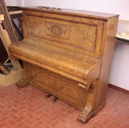 9. Pianoforte verticale Reogh, London 1890, dopo restauro strutturale