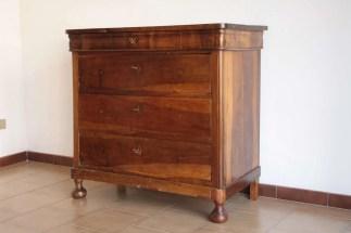Restauro conservativo di un comò Luigi Filippo in noce massello, Pisa (8)