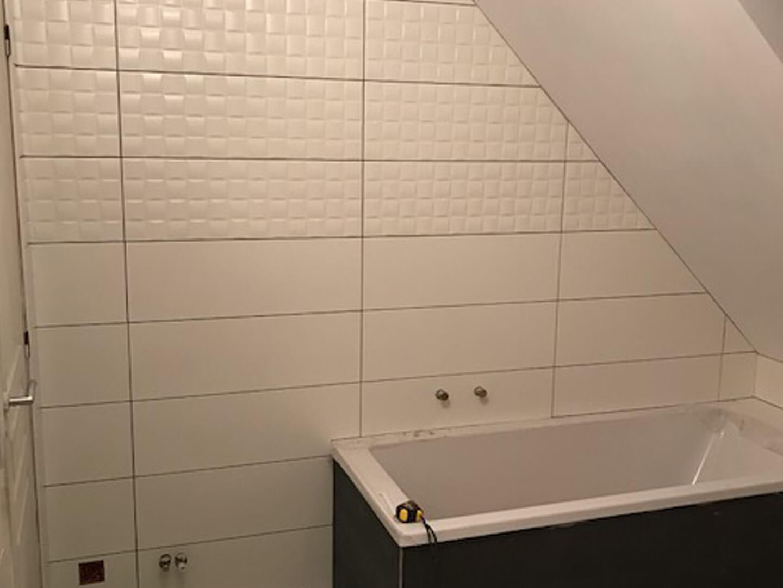 salle de bains contemporaine sous
