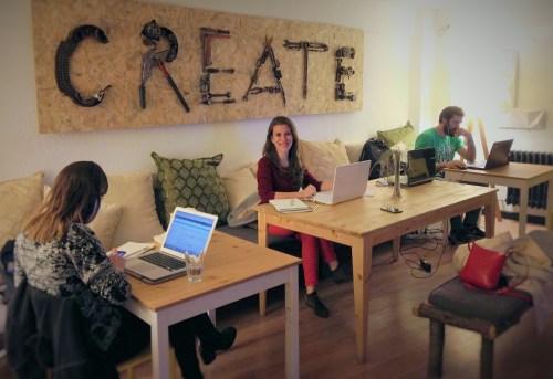Solène Pignet, fondatrice de www.creatorsforgood.com, à l'espace de co-working Kolektif House, Istanbul, Turquie