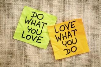 Choisis un travail que tu aimes et tu n'auras pas à travailler un seul jour de ta vie. Ni à partir en vacances