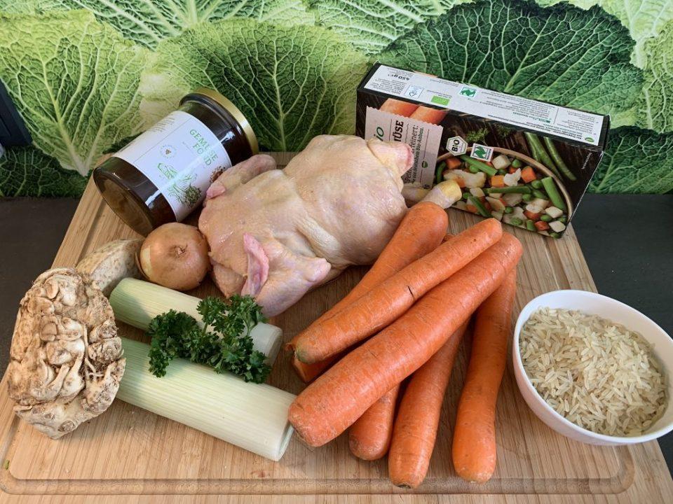 Möhren, Huhn, Lauch, Petersilie usw. Zutaten für die Suppe