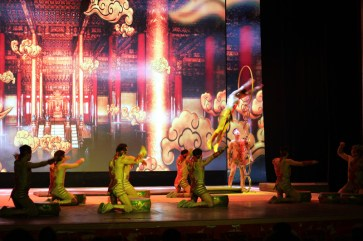 china-urlaub-erfahrungen-peking-drums-bells-tower-theater-artisten-show-17